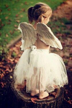 Mis alas sueñan con volar en el cielo de tu boca. Se despliegan a golpe de latidos bombeados desde tu corazón.