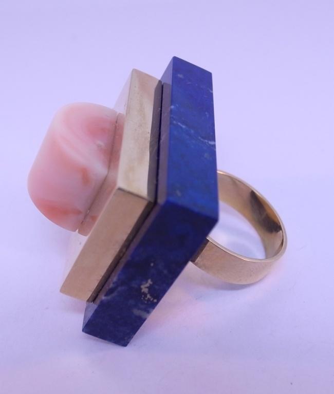 Coral ringar från Italien | ETTORE Sottsass lapis lazuli, korall och guld Ring vid 1stdibs