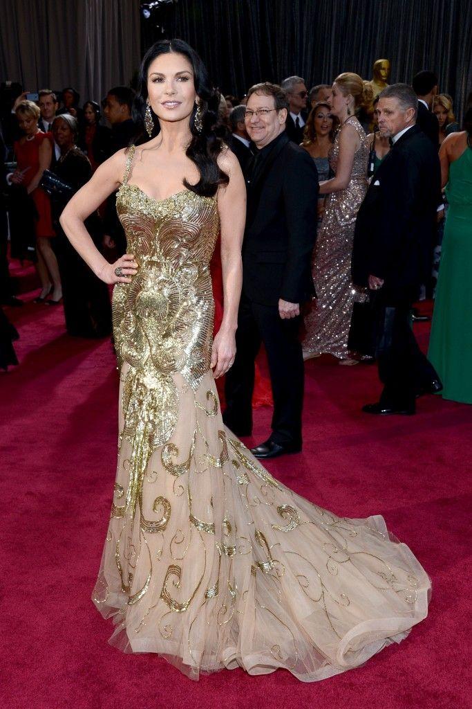 Catherine Zeta-Jones wears Zuhair Murad dress and Lorraine Schwartz jewelry on Oscars 2013 Red Carpet