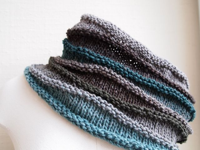 gorgeous cowl, nice blog Like the color block and texture at the changes. Definitely adaptable to crochet!