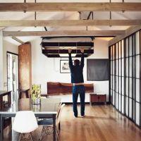 狭い家でのベッドの工夫。可動式ロフトベッドの特集記事。