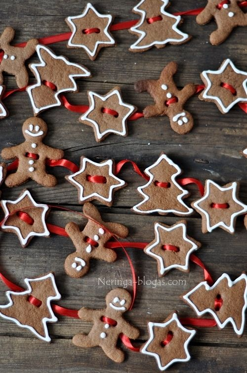 DIY Gingerbread cookie garland.