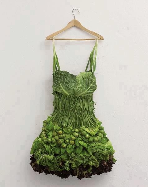 HEMSLEY & HEMSLEY - What a fabulously healthy looking dress!