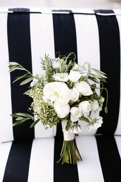Gorgeous black and white theme bouquet