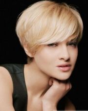 layered short straight hairstyles