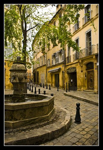 Aix en Provence - the fountain sometimes holds a bowl of Rose' bottles and keeps them cool!