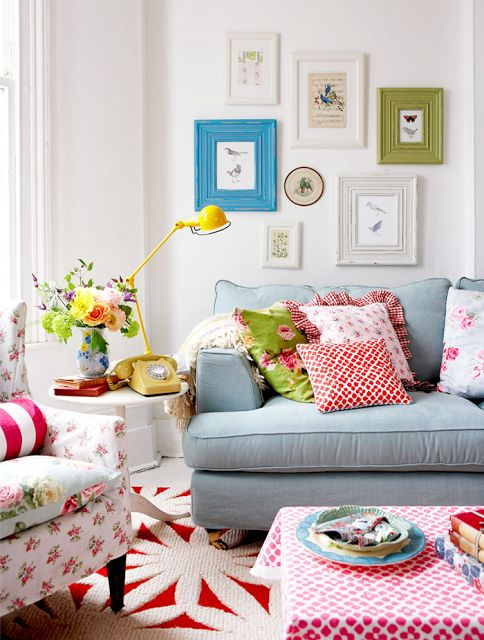 Love how cheerful & bright this room is!