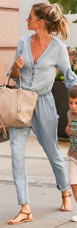 Quem fez a bolsa da Gisele Bundchen nua couro, jeans jumpsuit e sandálias marrons product.fashionbagarea.com # # CHANEL chanel saída! A maioria das bolsas estão em US $ 105-189! ESTE OH MY GOD