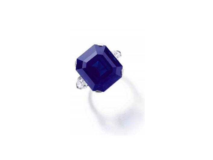 A rare and exceptional sapphire, weighing 27.54 carats (estimate CHF 2,815,000 – 5,630,000 / $3,000,000 – 6,000,000).
