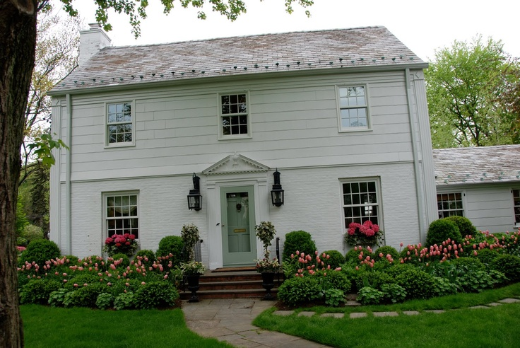 Landscaping ideas for colonial style house for Colonial landscape design