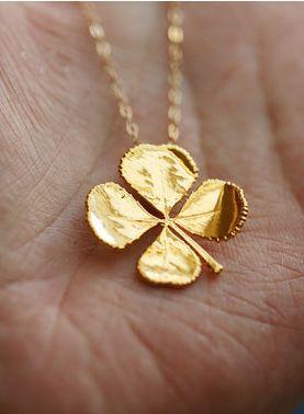 lucky four leaf clover necklace. love!