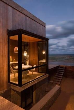 Modern bay window