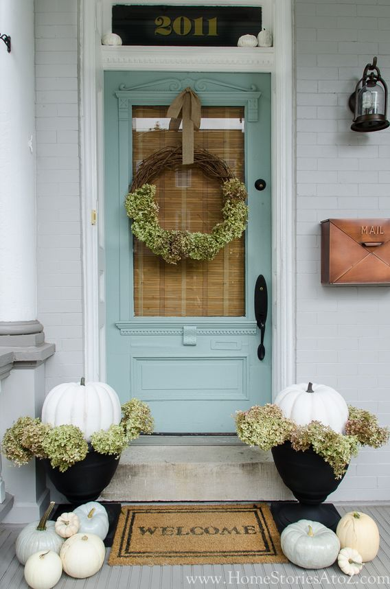 Happy first day of autumn! Today I am joining the fall tour hosted by Lindsay from White Buffalo Styling Co. I just had the privilege of seeing Lindsay at a BHG event in NYC last week. Her home
