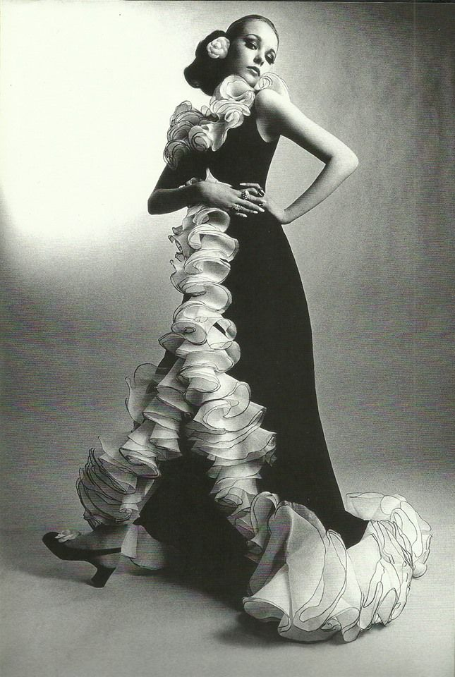 Maudie James in Yves Saint Laurent, photo by David Montgomery, French and Italian Vogues 1968