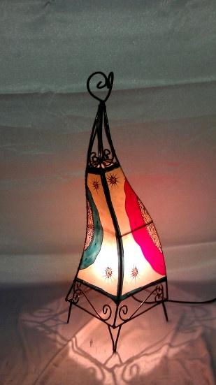 - Lámpara marroquí de piel pntada con henna roja y verde - Decoración Árabehttp://www.decoracion-arabe.es/proddetail.asp?prod=lampara-marroqui-henna-roja-verde