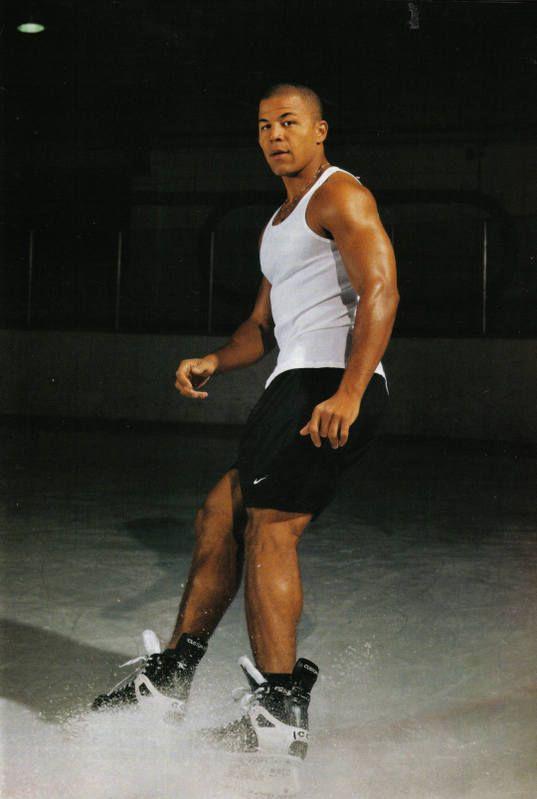 Jarome Iginla= hottie. Now tell me you don't like hockey. :)