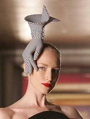 !!!????!!!!!  - Philip Treacy hat