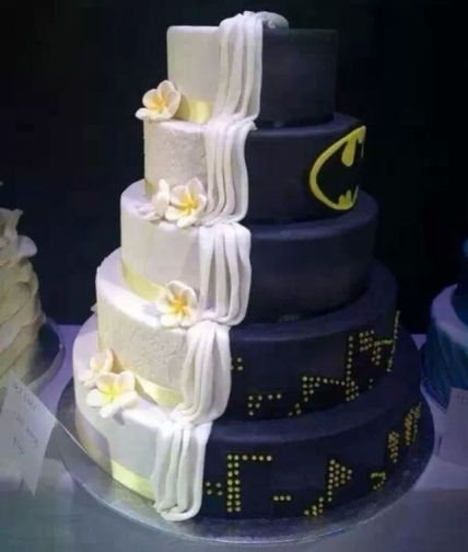Batman wedding cake......Ben seriously wants this for our vow renewal....hmmmmm...........maybe.