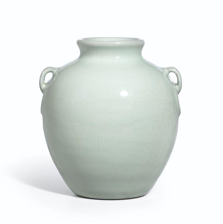 A rare guan-type jar, Seal mark and period of Qianlong