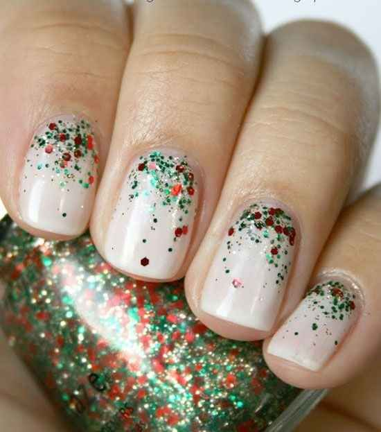Merry and Bright | 21 Easy Holiday Nail Designs