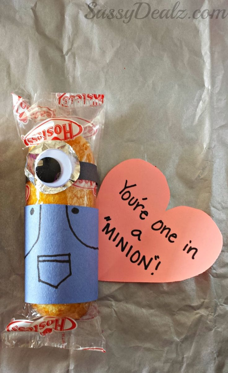 "Despicable Me ""You're One in a Minion"" Twinkie Valentines Day Craft #Twinkies craft #Minion valentines #Edible valentines treats 