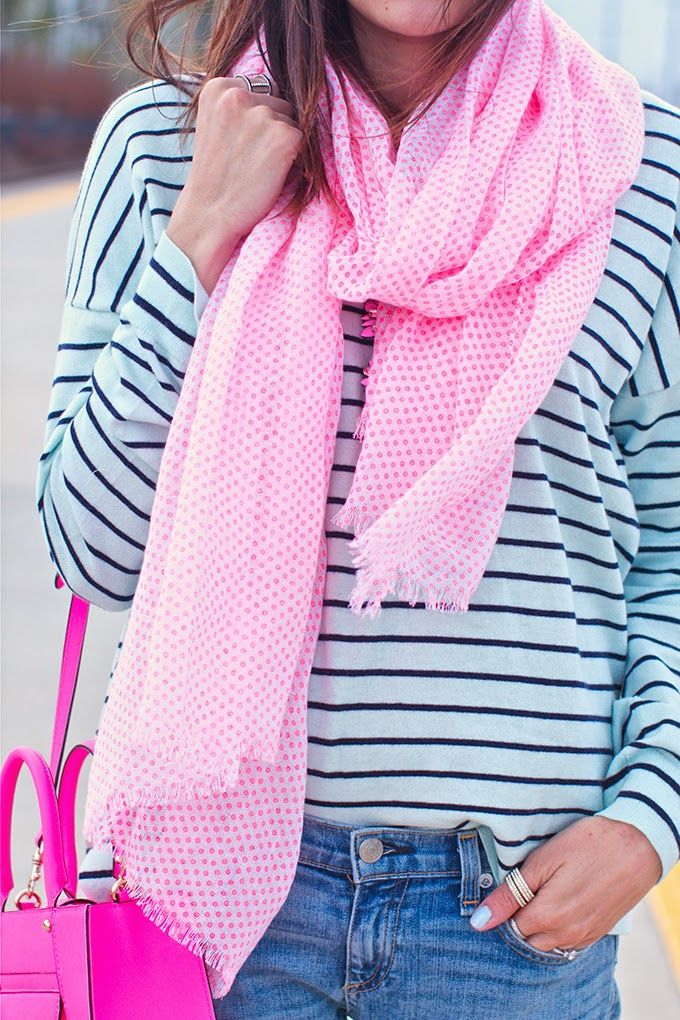 Striped shirt, with a bright pink scarf and a bright pink purse. Very cute. Pop of color.