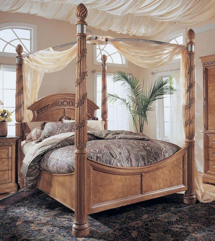 King Size Wynwood Canopy Bed