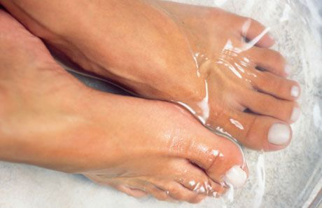 Just pour a cup of white vinegar into a small basin with about 1-2 gallons of warm water and dunk your tootsies in for a 15-minute soak. The natural remedy works wonders for athlete's foot, toenail fungus, smelly feet and dry skin, say experts. And, if you have achy feet, consider mixing in a bit of Epsom salts
