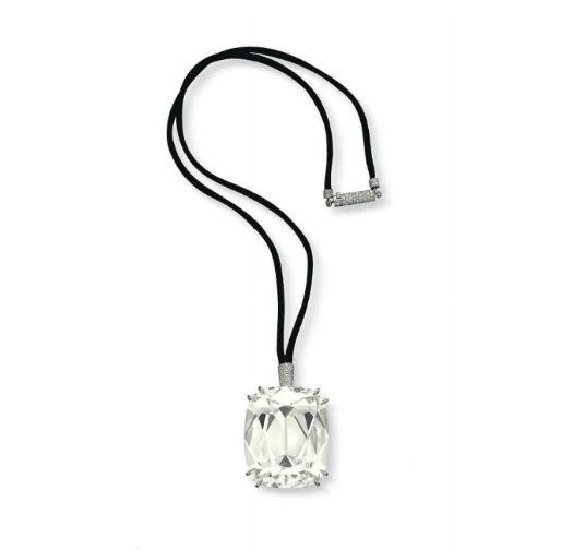 An impressive diamond pendant necklace