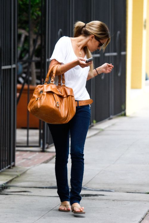 Lauren Conrad - I need a black pair of sandals like that