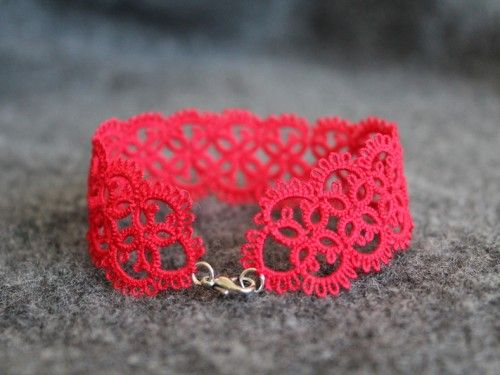 lace bracelet - easy DIY. I saw so many women in Florence with these.
