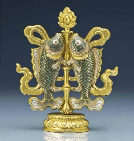 Acloisonnéenamel twin-fish Buddhist altar ornament, 18th century