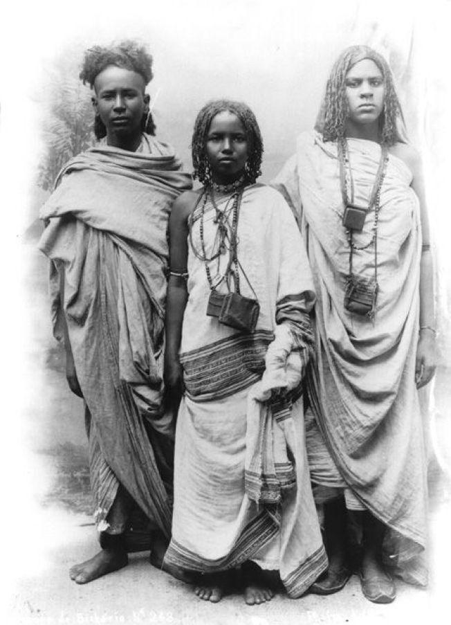 1 somali boy and 2 somali girls