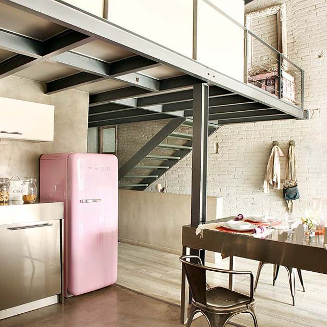 Love that pink Smeg fridge!!