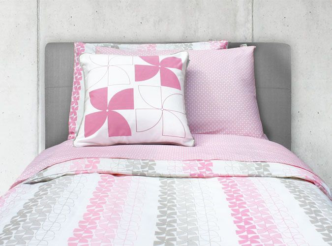 Modern Twin Bedding Set In Pink And Gray