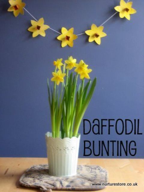 Daffodil crafts to celebrate spring: daffodil bunting and pinwheels
