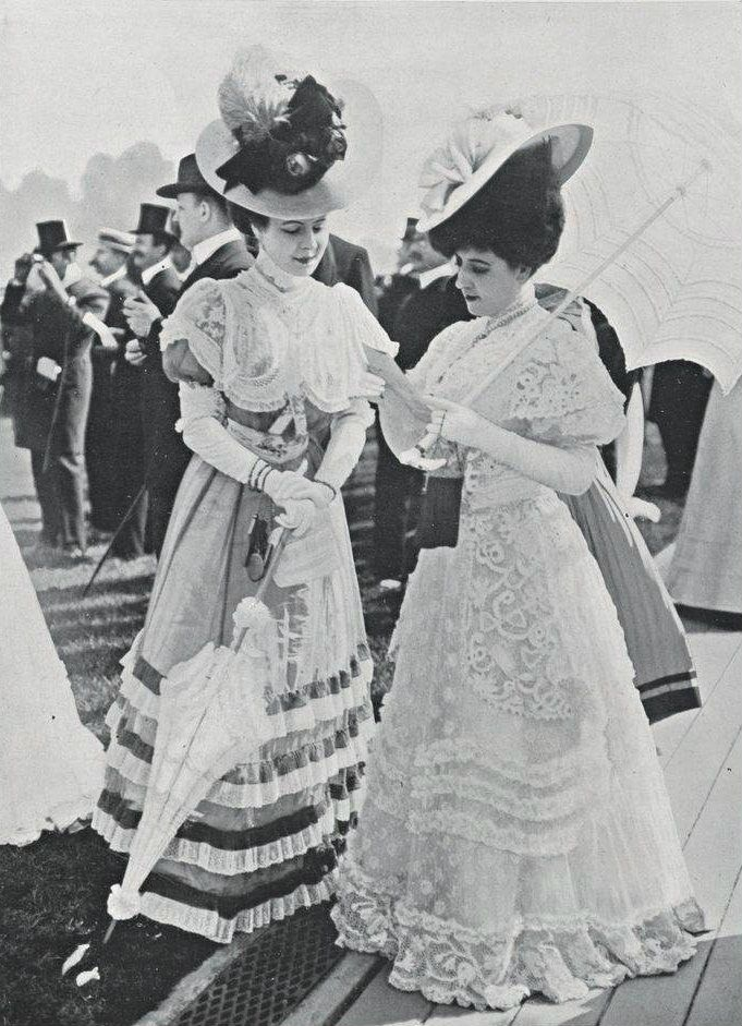Gorgeous Edwardian dresses, hats and parasols. Toilettes vues aux Grand Prix. Irlande et linon brodé de la grande Maison de Dentelles, 1906. Belle epoque fashion.