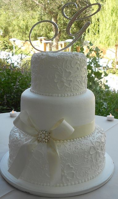 www.originphotos.com FOLLO US NOW beautifu wedding cakes l w#followme #weddings #love #lovestory #happy #beautiful #ceremony #shoes #bride #rings #hairstyles # groom  CLICK,SHARE,LOVE,LIKE www.originphotos.com