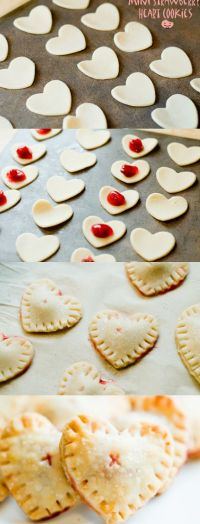 10 minutes and 4 Ingrediens to make this #Romantic Mini heart #cookies filled with strawberry jam #dessert recipe