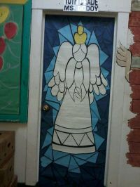 Angel door decoration | Christmas doors and crafts | Pinterest