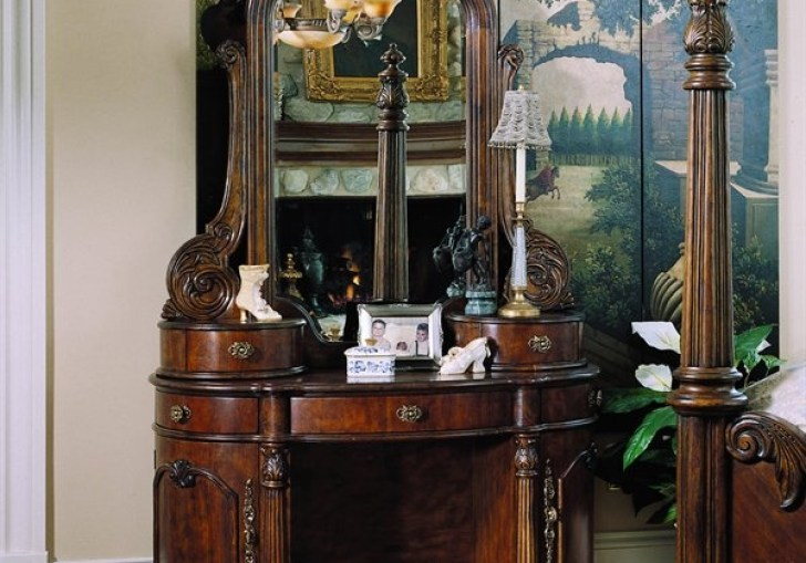 Dressing Table With Hutch