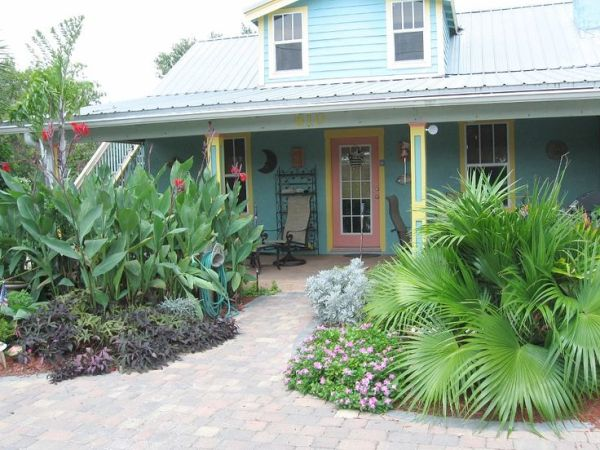 coastal cottage tropical landscaping