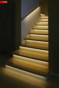 Lighting strips under stairs. | Varkhok, pondok, huis ...
