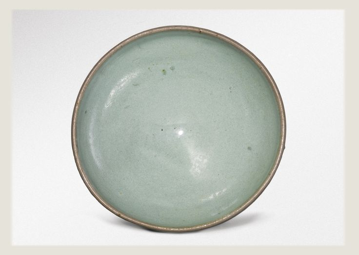 A pale 'Moon White' 'Jun' bowl, Song Dynasty