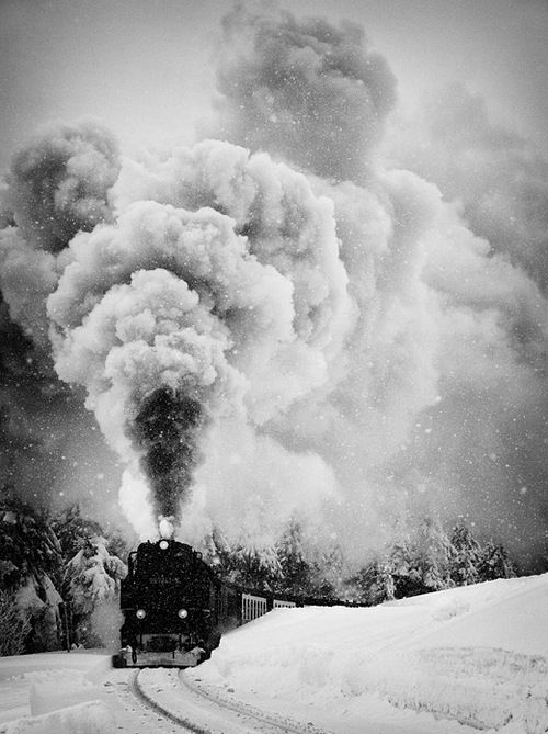 Smoking train (by: Ralph Graef)