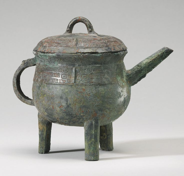 A bronze tripod ritual wine vessel and cover (He), Late Shang- Early Western Zhou Dynasty, 12th - 11th century BC