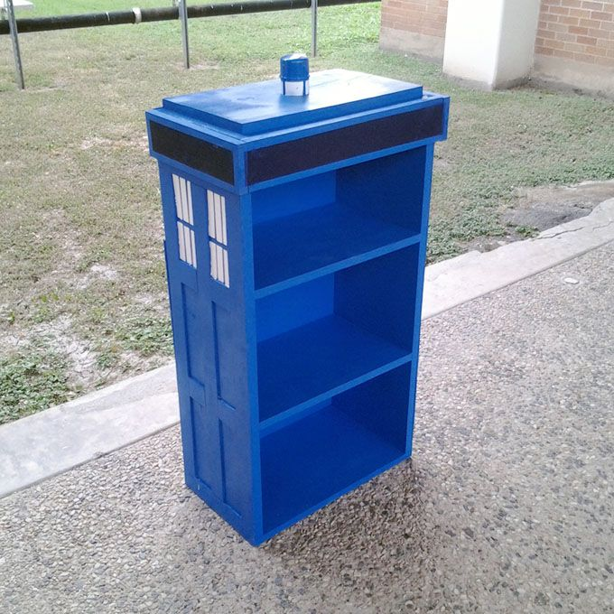 Must Have. Doctor Who TARDIS Bookcase DIY