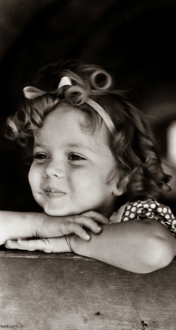 Shirley temple. Precious face... reminds me of Sophie. @Beth J J Lowe  :)