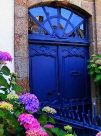 Cobalt blue door. #zincdoor #doors | d o o r s | Pinterest