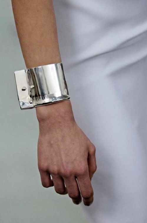 Silver manschetten.